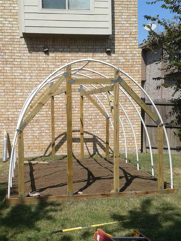 Garden hoop house diy prepper resource for Diy hoop greenhouse